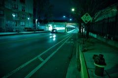 Черное вождение автомобиля через темный тоннель города Чикаго Стоковые Изображения