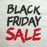 Черное знамя продажи пятницы на белой кирпичной стене Стоковые Фотографии RF