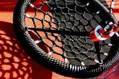 Черное качание веревочки винила в спортивной площадке с резиновой циновкой Стоковое Изображение RF