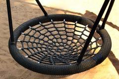 Черное круглое сплетенное качание веревочки Стоковая Фотография RF