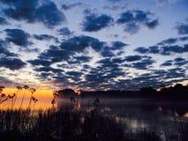 черное озеро на заходе солнца Стоковые Изображения