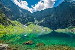 Черное озеро под пиком Rysy, горами Tatra Стоковые Изображения