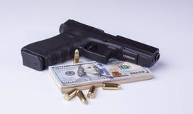 Черное оружие с американскими долларами Стоковая Фотография