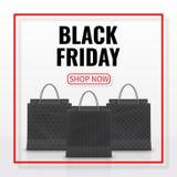 черное сбывание пятницы Реалистическая бумажная хозяйственная сумка при ручки изолированные на белой предпосылке также вектор илл бесплатная иллюстрация