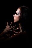 Черное с волосами dancer& x27; портрет s с составляет дальше Стоковое Изображение