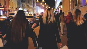 Черное хобби отдыха женщин покупок пятницы ночью сток-видео
