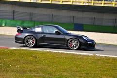 Черное экзотическое Sportscar; След Assen TT стоковое изображение rf