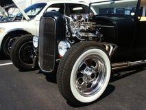 Черное Hotrod на выставке автомобиля стоковое изображение
