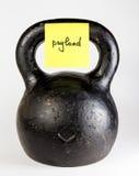 Черное kettlebell с полезной нагрузкой ярлыка Стоковые Фото