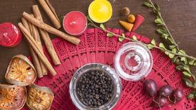 Черное peper в стеклянном рисе опарника на деревянной предпосылке с seasonin Стоковое Фото