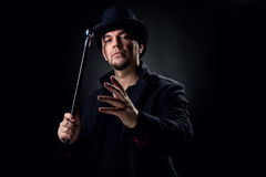 черной шляпы носить человека куртки внутри помещения Стоковое Изображение RF