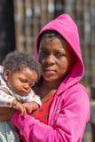 Чернокожая женщина держа ее младенца Стоковая Фотография RF