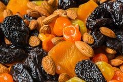 Черносливы, высушенные абрикосы, высушенные мандарины и конец-вверх миндалин Стоковые Изображения