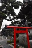 Чернота виска строба Камакуры Torii и культура японца святынь Стоковое Изображение RF