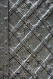Чернота выковала железную дверь для текстуры или предпосылку, старую архитектуру фона строба замка Стоковые Изображения RF