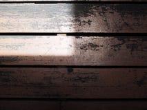 Чернота запятнала деревянный плиточный пол, квадратную тень тени света зоны Стоковые Изображения RF