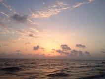 чернота над заходом солнца моря Стоковые Изображения