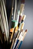 чернота предпосылки чистит краску щеткой стоковые изображения