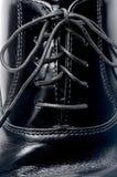 чернота шнурует кожаный ботинок стоковые изображения