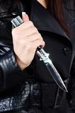 чернота держала женщину ножа Стоковые Изображения