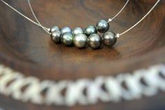 Чернота Tahitian Pearls Острова Кука Rarotonga ожерелья Стоковые Изображения RF