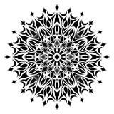 Черно-белая линия иллюстрация флористических лист мандалы искусства стоковые изображения