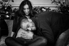Черно-белое фото влюбленныхся международных пар, списка человека Стоковое Изображение RF