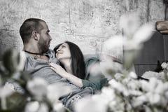 Черно-белое фото красивых международных пар человека w Стоковое Фото