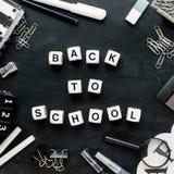 """Черно-белое """"Back школьных принадлежностей и слов к  school†стоковые фотографии rf"""