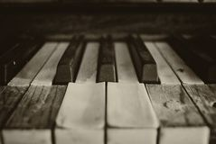 Черно-белые ключи рояля стоковое фото rf