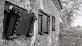 Черно-белые окна окна бункера WWI стоковые фото