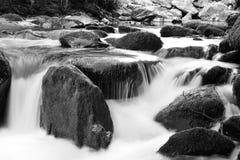Черно-белый водопад на реке Lyn около Lynmouth Стоковые Фотографии RF