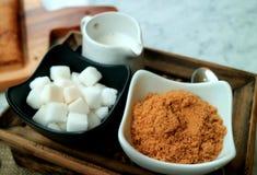 Черно-белый комплект condiment кофе минималистичного стиля подготовил на время чая Стоковые Фото