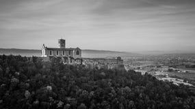 Черно-белый панорамный вид сбокуый базилики Св.а Франциск Св. Франциск, a Стоковое Изображение RF