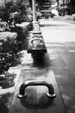 Черно-белый стенд на стороне дороги Стоковое Фото