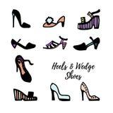 Черно-белый эскиз чернил ` S женщин обувает собрание: насосы, пятки, клин, сандалии также вектор иллюстрации притяжки corel иллюстрация штока