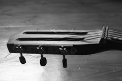 Черно-белая гитара Стоковая Фотография