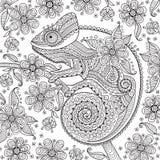 Черно-белая иллюстрация вектора с хамелеоном в этнических картинах на цветя ветви Его можно использовать как Стоковое фото RF