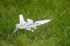 Черно-белая иллюстрация шаржа на зеленой траве Стоковое Фото