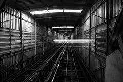 Черно-белая светлая предпосылка тоннеля Стоковая Фотография RF