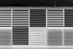 Черно-белая современная предпосылка текстуры jalousie стоковое изображение rf