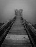 Черно-белая туманная пристань Стоковые Изображения RF