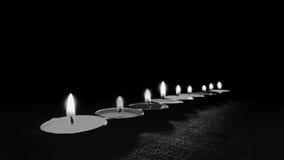 Черно-белое изображение и селективный фокус пламени свечи освещают на ноче Стоковые Фотографии RF