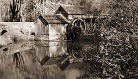 Черно-белое изображение мельницы Mabry на бульваре Риджа сини расположенном в югозападной Вирджинии Стоковая Фотография