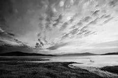 Черно-белое небо и озеро Стоковые Изображения RF