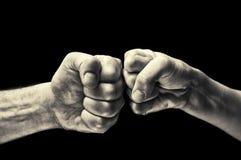 Черно-белое столкновение 2 кулаков стоковая фотография rf