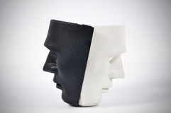 Черно-белые маски любят поведение человека, зачатие стоковое фото
