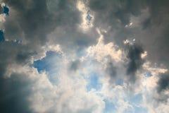 Черно-белые облака на небе Стоковое фото RF