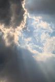 Черно-белые облака на небе Стоковая Фотография