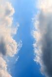 Черно-белые облака на небе Стоковое Изображение